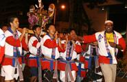 マウイ島からマウイ御輿を担ぐためにやって来たカメハメハ高校の皆さん