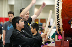 The low vibrating sound of the large wadaiko could be felt with every beat. It is a new experience for the student, feeling its power as he beats the wadaiko for the first time.