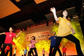 英語で歌って踊る小さなエンターテイナー達は世界を舞台に活躍することでしょう。