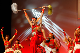 The powerful and dynamic dance of SUGAREN will fascinate and energize anyone who sees it.