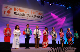 The presentation of Best Contribution Awards to performing groups that have participated in the Honolulu Festival for consecutive years.