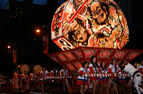 "The relaxing rhythm of the sound of flutes and drums, and the cheering of ""Yaayadoo""… can be heard throughout Waikiki."