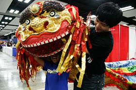 台湾の伝統芸能を学ぶ国立台北芸術大学の学生とハワイの子供達との交流の場でもありました。