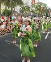 The Grand Parade held on Kalakaua Avenue in Waikiki were surrounded by blue sky and ocean, breezy wind and lots of audience.