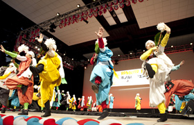 A joint performance by dancers from Japan  and Honolulu.
