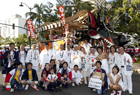 Members of Honolulu Daijayama and Omuta Daijayama.