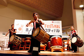Taiko KOZO performs to the pleasure of the audience. They various types and sizes of wadaiko.