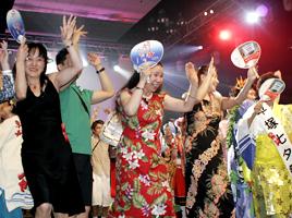 The whole gala area full of Awaodori dancers