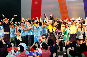 The audience joins in to dance Yosakoi.