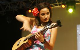 Taimane Gardner's magnificent ukulele technique.