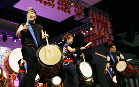 KAZE-DAMARI's taiko performance energized everyone.