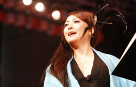 Actress Matsuzaka Keiko plays the heroine Tomihime in Tenshumonogatari. Ms. Matsuzaka, so professional and furthermore charming and fascinating on stage.