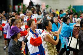 季節に関係なく盆踊りは楽しいものです。