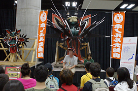 Students learned about the traditional Matsuri Experience by listening to the story of Daijayama from Fukuoka Prefecture.