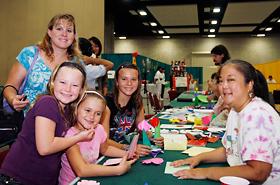 ホームスクールで参加したワヒアワのBriannaさんと娘さん達。
