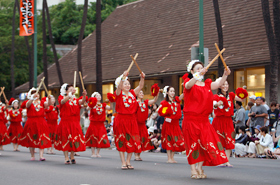 Members of the NHK Mito Komaki Kei Hula Halau brighten up the parade with their red costumes and exuberant smiles.