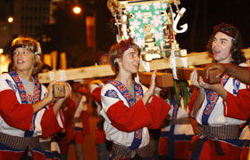 The students were excited to carry a Mikoshi for the first time. Great memories were made at the Grand Parade!