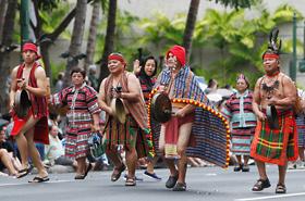 フィリピンの民族衣装で参加のBIBAK ハワイの皆さん。