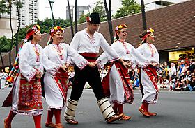 カナダから参加のイグランカ ブルガリアンフォークダンスの皆さん。