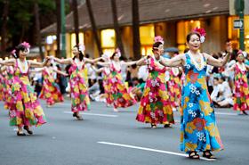 プアナ二小林フラスクールの皆さん。フラの本場ハワイで踊れることを楽しみに練習に励んできたそうです。