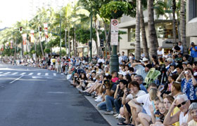 The spectators lined up waiting for the Grand Parade to start. Kalakaua Avenue was packed with parade spectators.