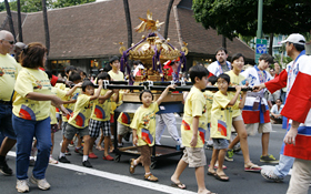 Each year the children cheer loudly and carry the Inaho Kodomo Mikoshi.