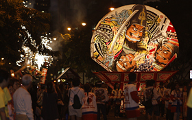 The detailed painting on the paper lantern of Aomori Hirosaki Neputa is done in Honolulu each year.