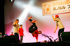 "Double Dutch group ""dig up treasuere"" from  Kyoto's Ritsumeikan University"