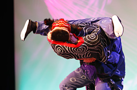 Sugo Shishi (Sugo Lion) dance group is Gifu Prefecture's Important Intangible Folk Culture Property. They perform many acrobatic techniques.