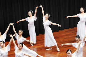 日本音楽高等学校のの皆さん。修学旅行の体験学習として参加しています。