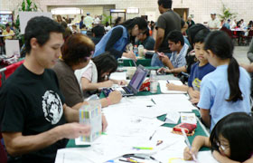 Many children participated in the manga artist workshop.