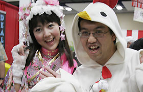 Momoi poses for a picture with her loyal fan who came from Japan to attend the Honolulu Festival.